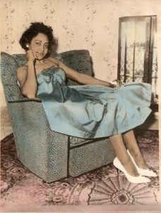 Vintage Dressing Mum e1472128641416